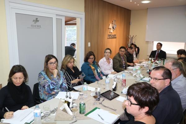 Grupo-de-Estudos-debate-contratos-trabalhistas-em-nova-reunião-na-FEHOSUL-1