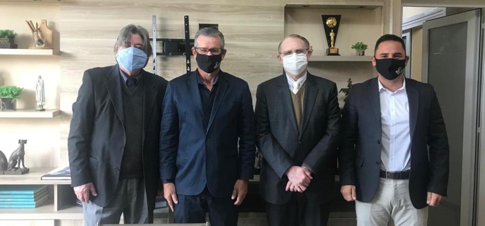 Novo presidente do IPE-Saúde visita FEHOSUL